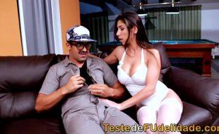 Redtube brasileiro com mulher pelada peituda fudendo no sofá