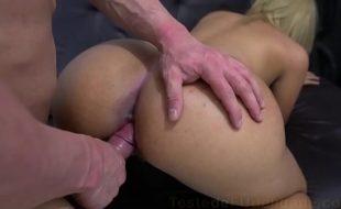 Filme porno brasileiro com loira cuzuda trepando