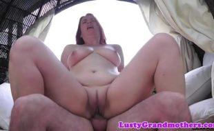 Sexo coroas vídeo de casada gordinha dando o bucetão