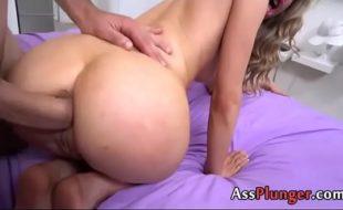 Teen porn dotadão arregaçando o cu da novinha