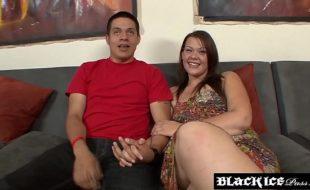 Pornô corno manso liberando esposa pra negão