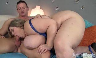 Pornô gorda peituda chupando e dando a buceta