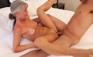 Sobrinho comendo tia magrinha em vídeo de incesto