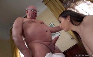 Vídeos incesto tio comendo sobrinha branquinha linda